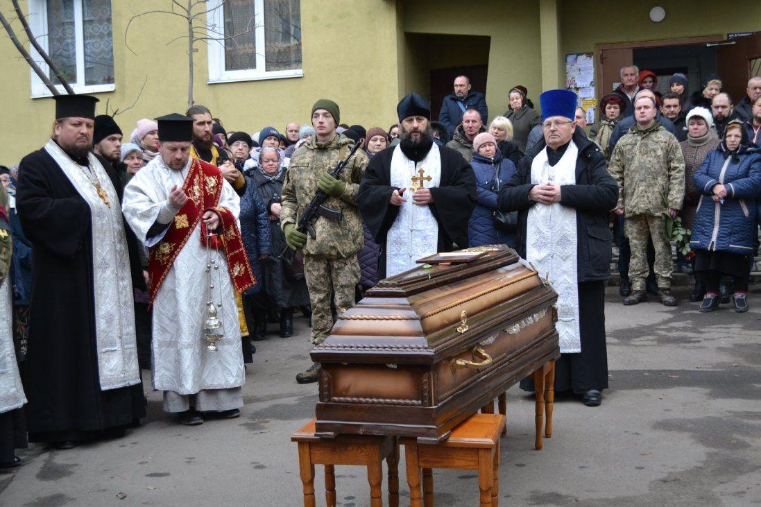 У Рівному зі сльозами на очах ховали солдата Віктора Пруського (фото)