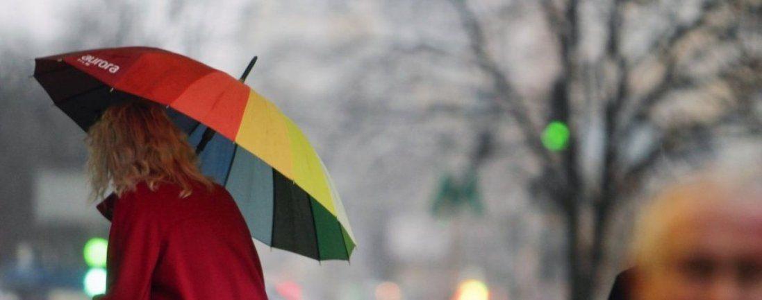 Мокрий сніг та сильний вітер: погода в Україні 15 грудня