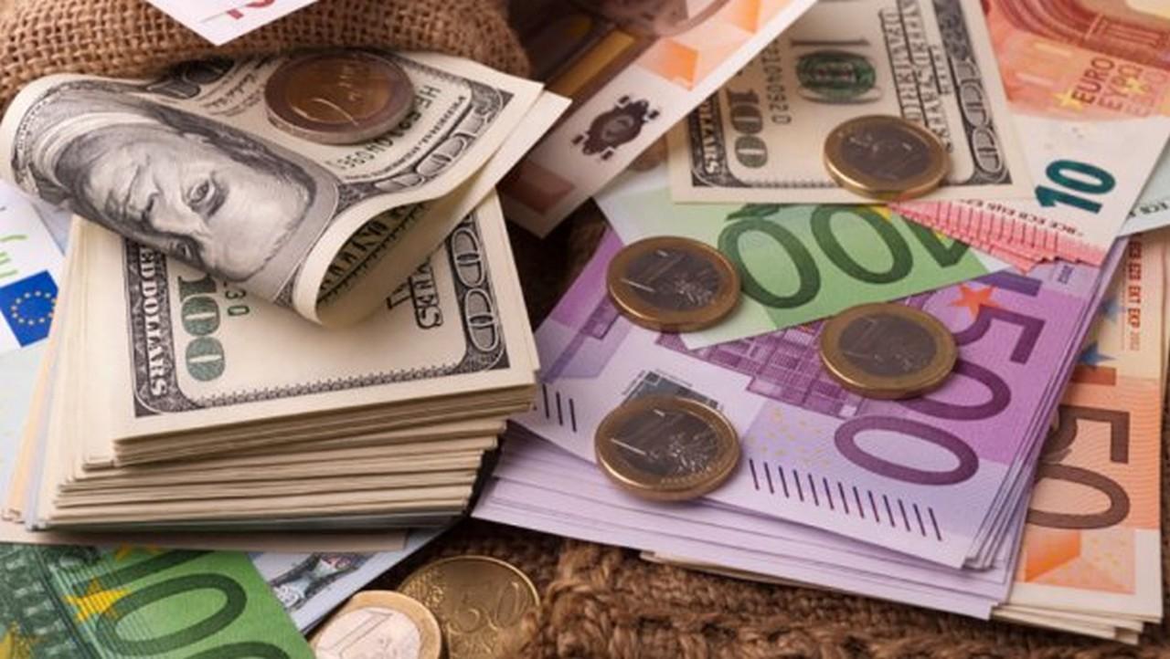 Долар дешевшає: курс валют на 16 грудня