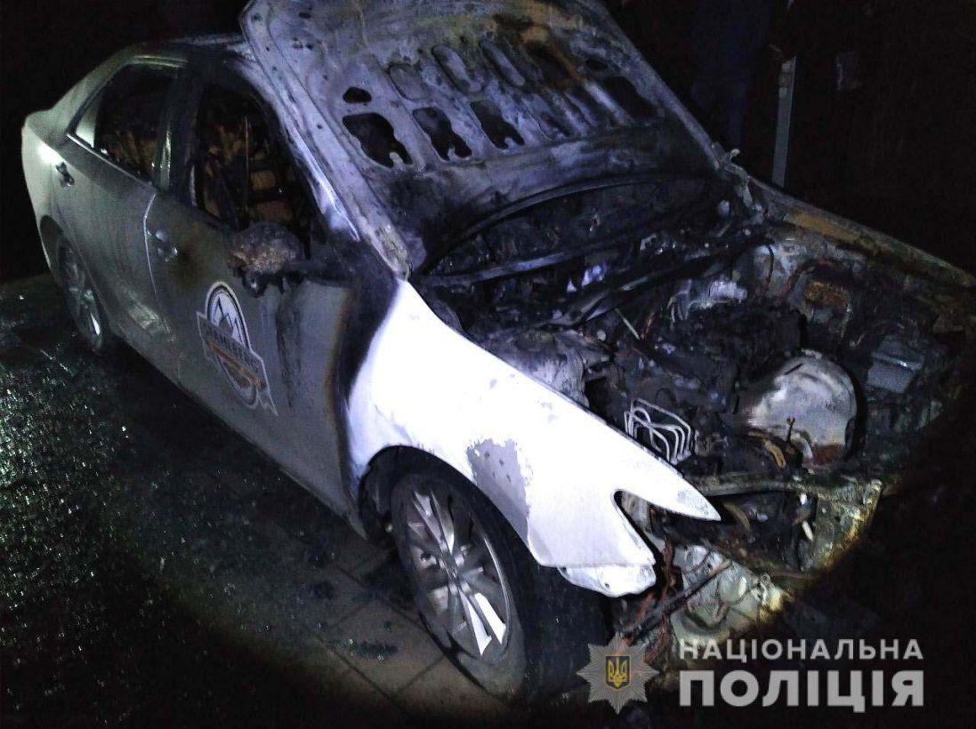 Рівнянин підпалив авто родини політика (фото)