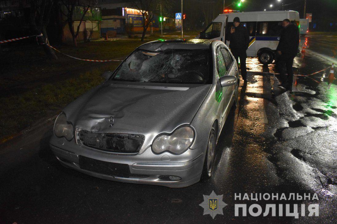 Під Києвом чоловік збив насмерть пішохода і заховав труп за гаражами (фото)