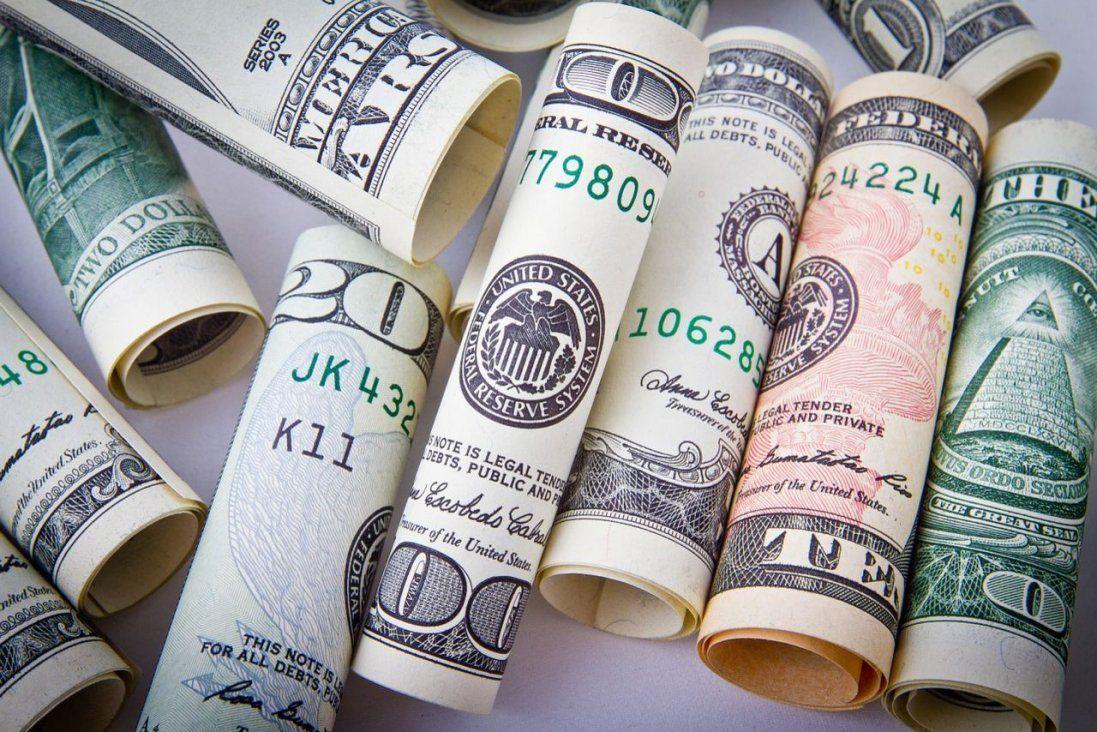 Падіння долара сповільнилося: курс валют на 17 грудня