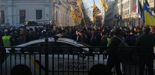 У центрі Києва – масові мітинги (фото, відео)