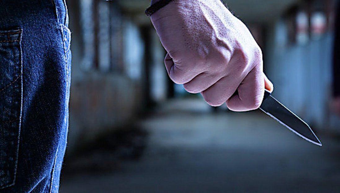 На Київщині на чоловіка напали з ножем