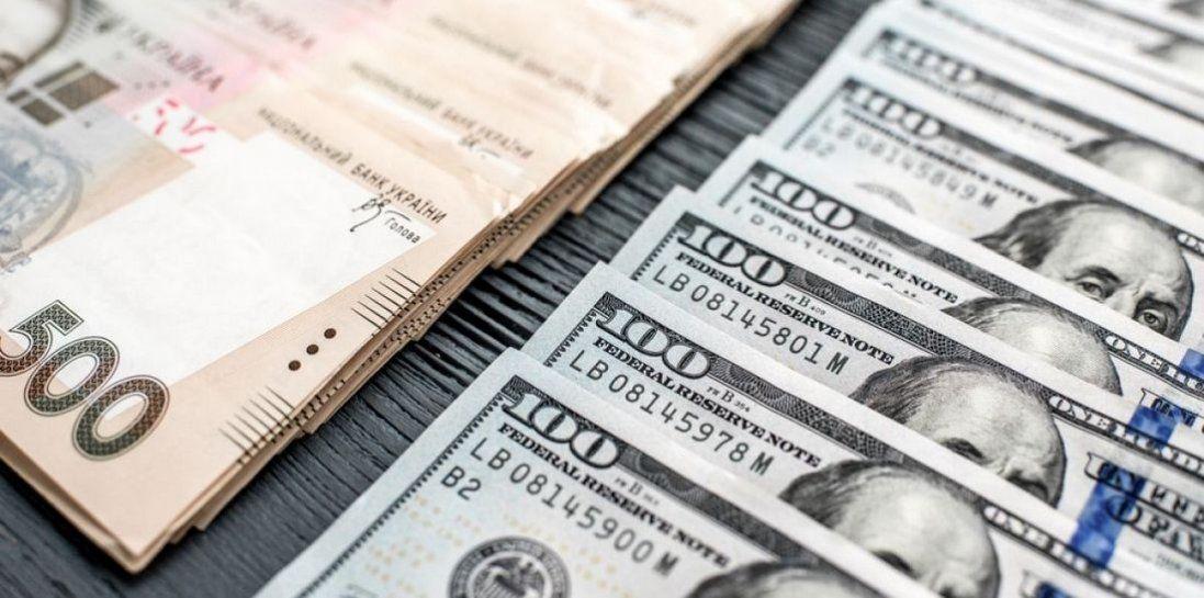 В Україні дешевшає долар, але не зменшуються ціни. Хто винен?