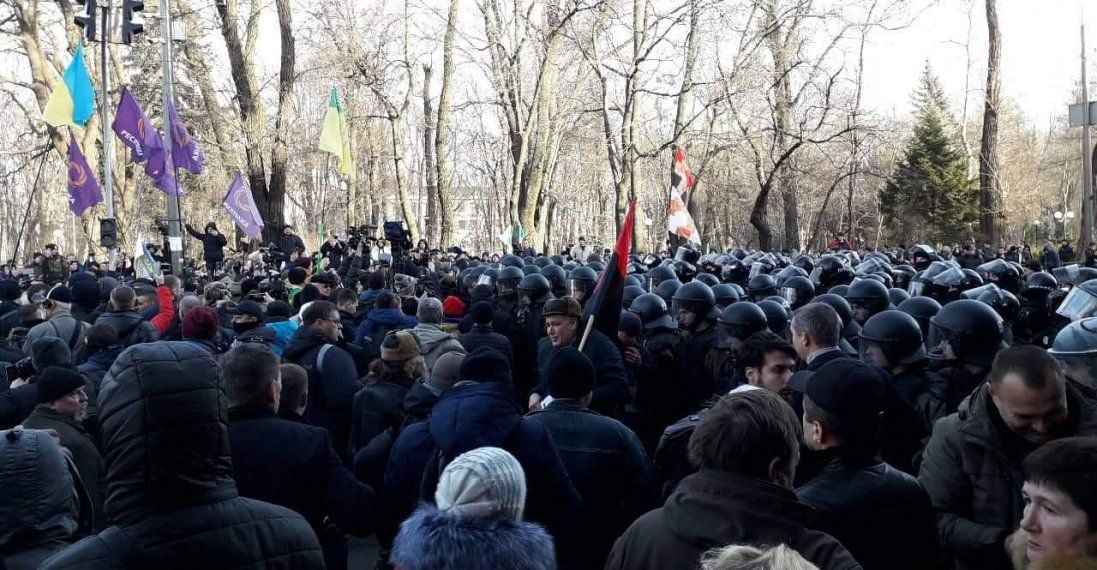 На мітингу в Києві помер чоловік