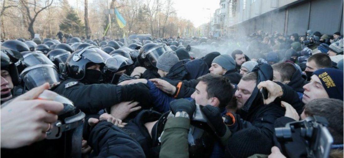 Чому поліція розігнала протестувальників під Радою (відео)