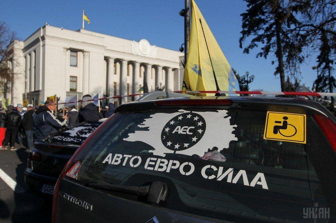 У Києві євробляхери продовжують акцію протесту (відео)