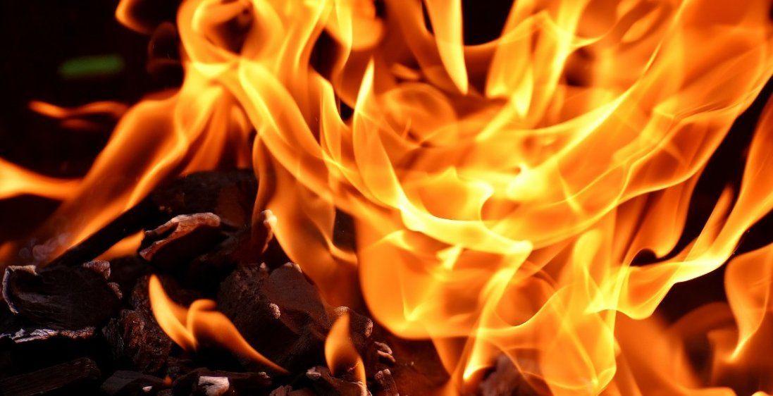 Під час пожежі на Волині мало не згоріла 81-річна жінка