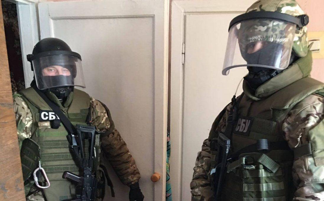 На Донбасі співробітники СБУ торгували даними прослушки