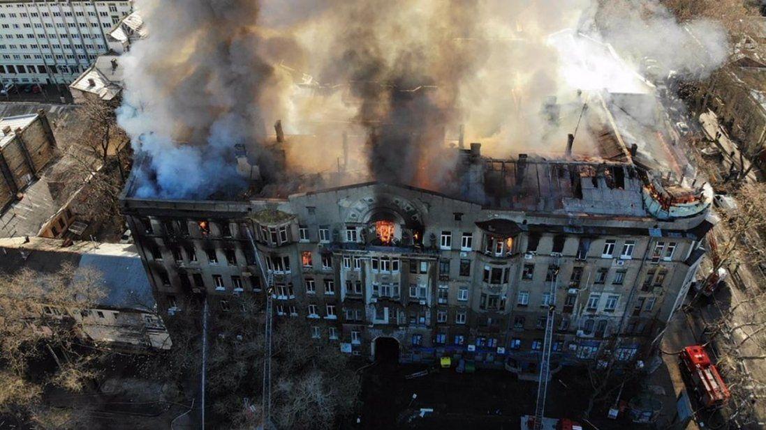 Шестеро людей залишаються у лікарняхчерез пожежу в одеському коледжі