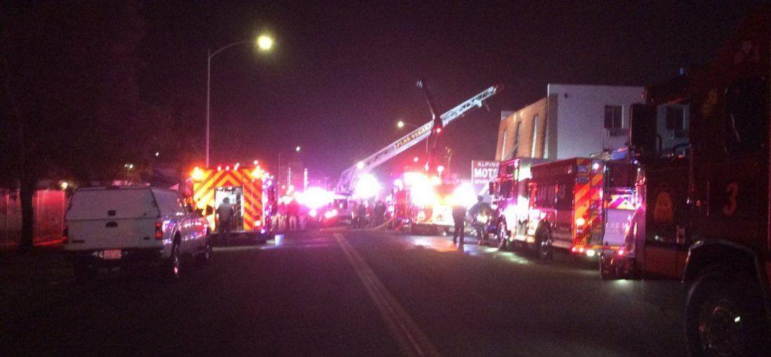 Жахлива пожежа в Лас-Вегасі: люди вистрибували з вікон, загинули шестеро (відео)