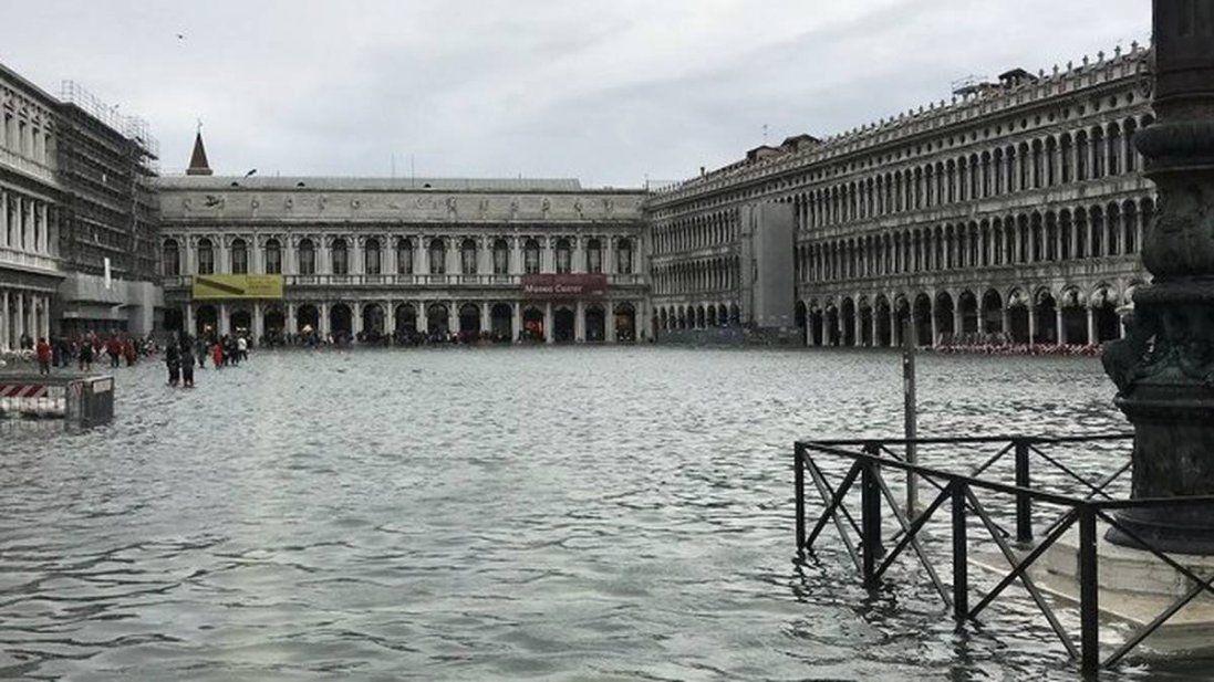 Напередодні Різдва Венеція знову пішла під воду (відео)