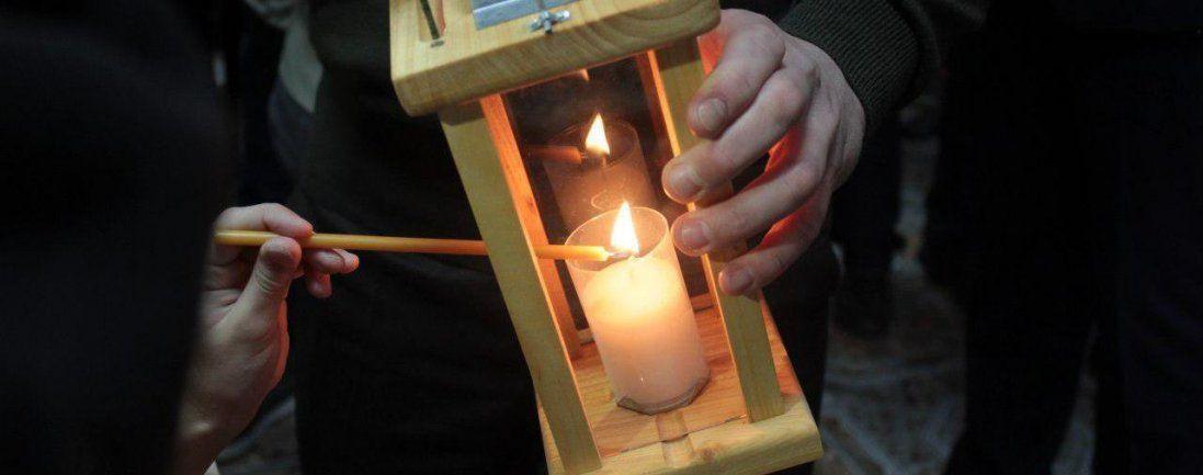 Луцьким депутатам передали Вифлеємський вогонь миру (фото)