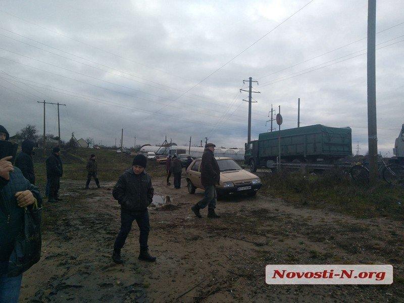 Фура втопила понтонний міст на Миколаївщині