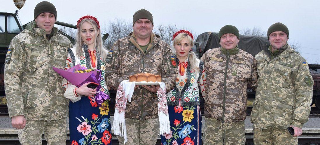З оркестром і хлібом-сіллю зустріли на Волині воїнів зі сходу (фото)