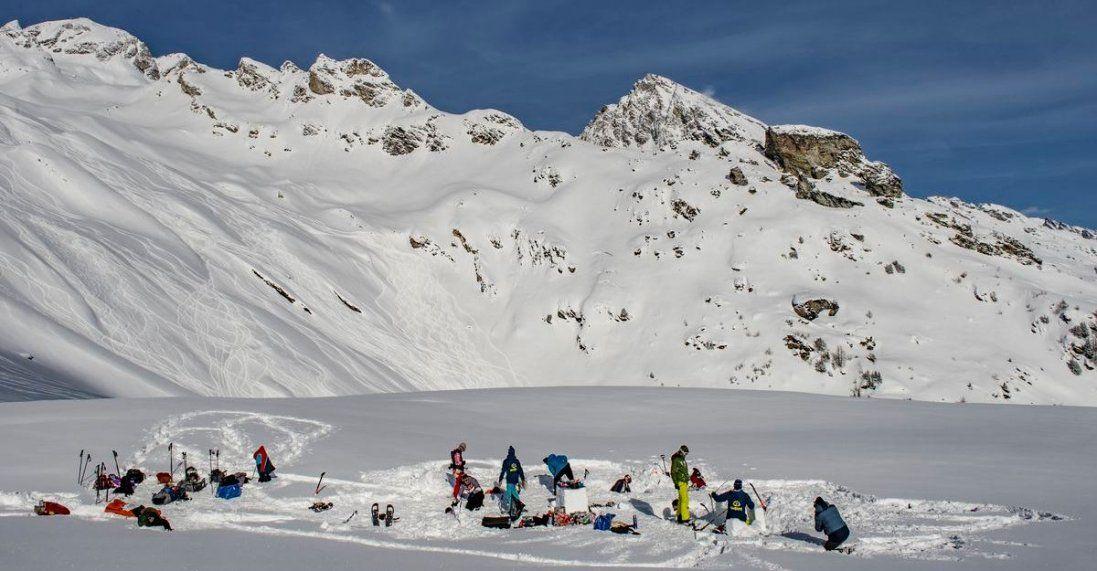 В Альпах снігова лавина накрила групу лижників (відео)