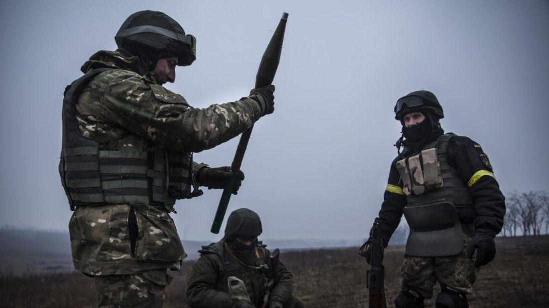 НаДонбасі поранили українського військового