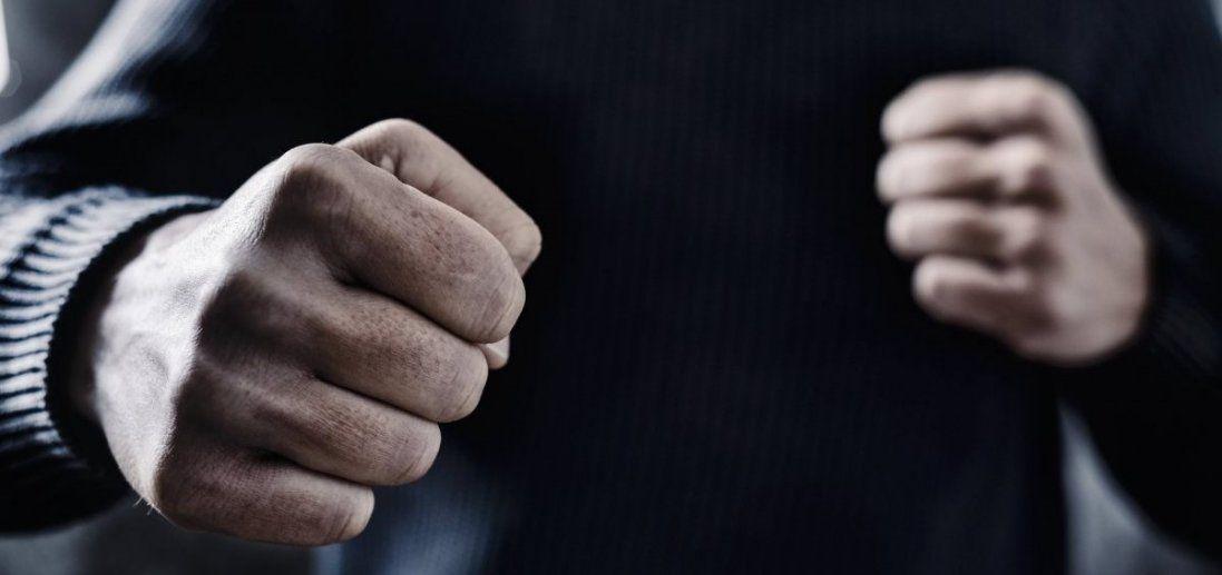 У центрі Луцька молодики побили двох чоловіків
