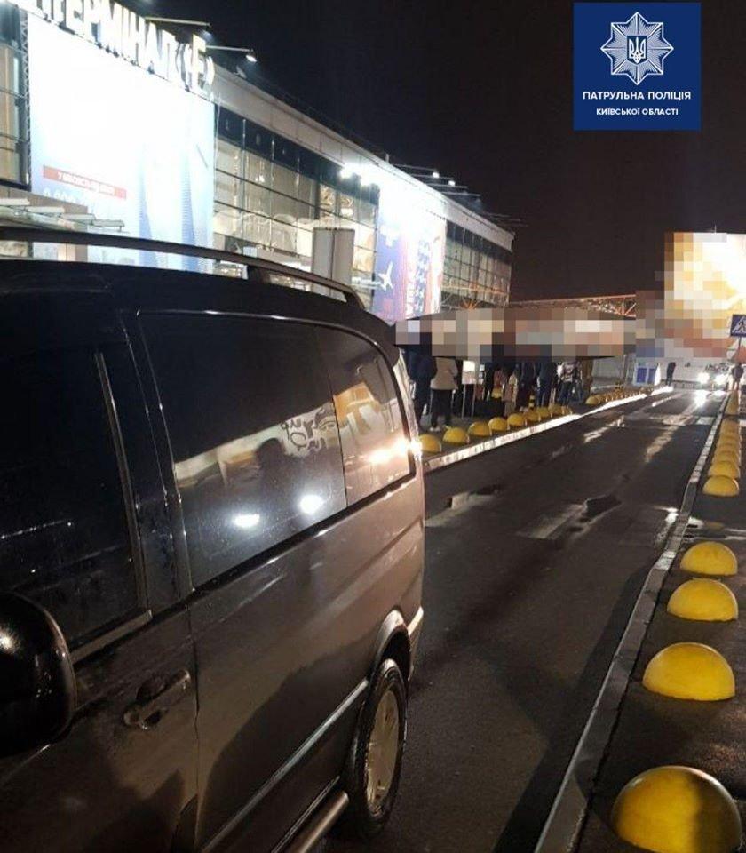 На території аеропорту Бориспіль Київської області мікроавтобус на пішохідному переході наїхав на п'ятирічну дитину