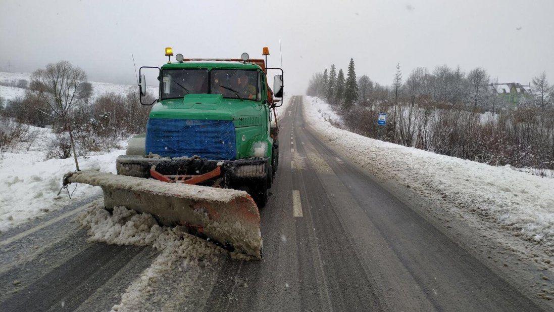 Лучан просять не паркувати авто на узбіччях: працюватиме снігоочисна техніка
