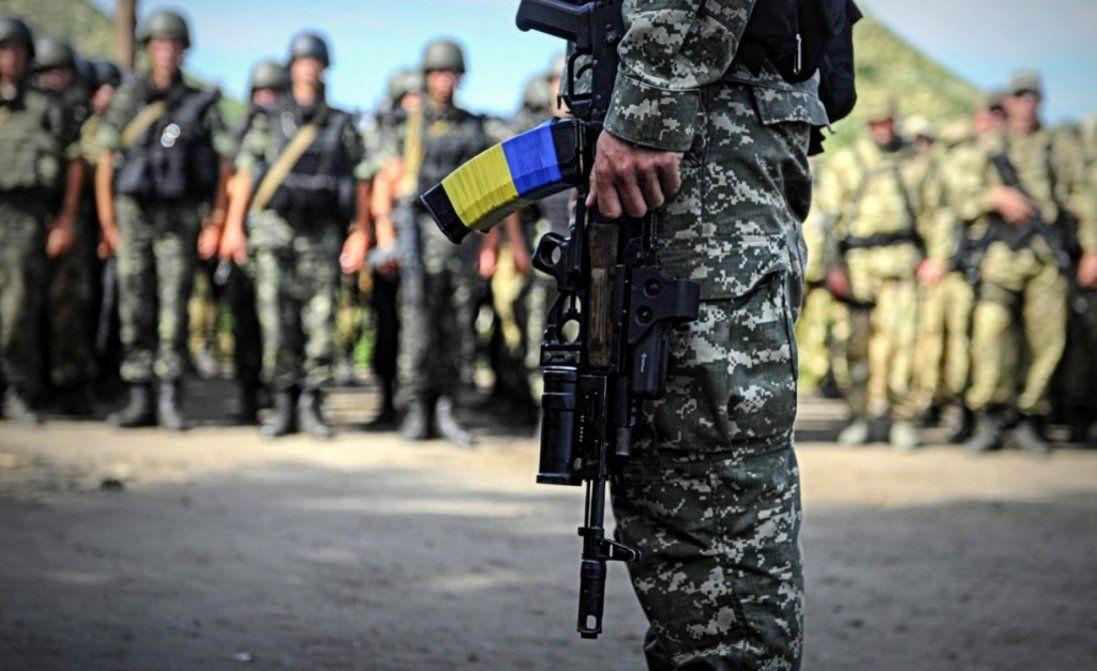 На Донбасі під час обстрілів бойовиків поранили українського військового