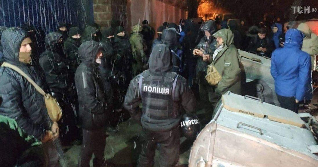 У Києві активісти продовжують блокувати Лук'янівське СІЗО
