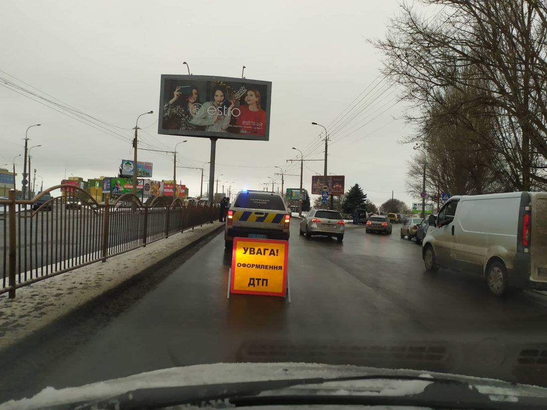 На проспекті Соборності в Луцьку ускладнений рух