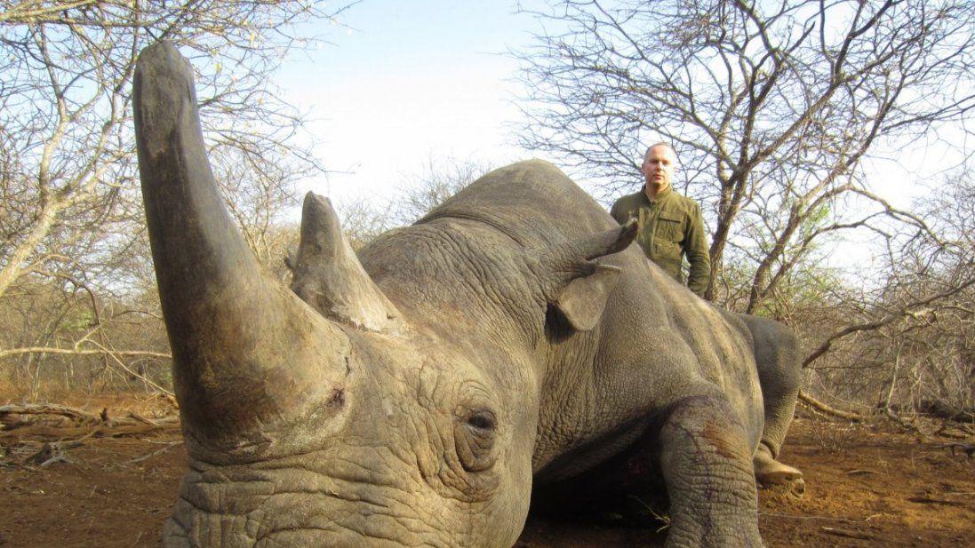 Скандальний нардеп похизувався вбитими дикими тваринами (фото)