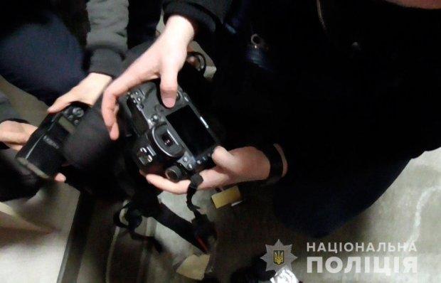 Поліція затримала трьох чоловіків, які займались зйомкою дитячого порно / Фото: Нацполіція