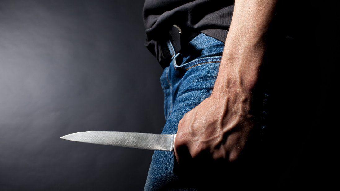 У Кривому Розі чоловік з ножем кидався на людей, є постраждалі (фото)