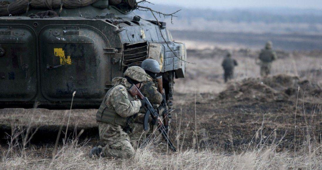 На Донбасі снайпери поранили українського військового