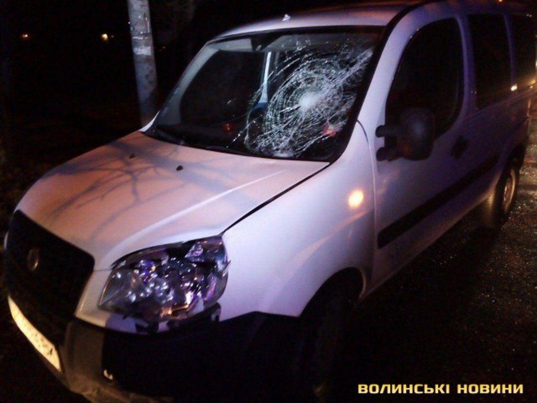 У новорічну ніч в Луцьку чоловіка збив фургон (фото)