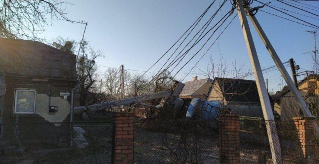 У Луцьку перекинувся автокран – мікрорайон залишився без світла