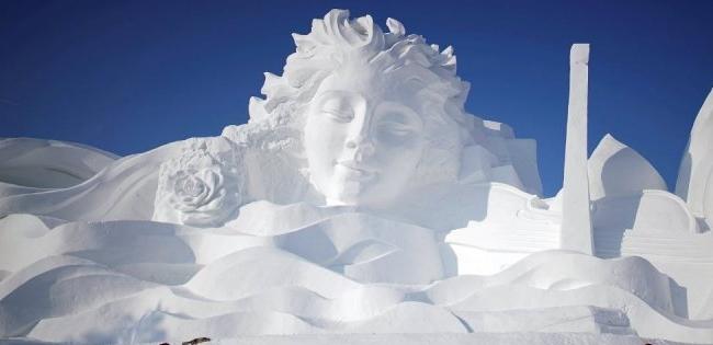 Величезні скульптури зі снігу і льоду (фото)