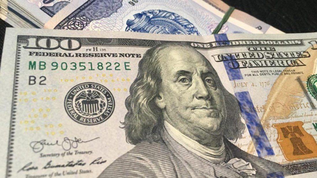Долар та зарплати можуть піти «вверх», а комуналка – «вниз»: що чекає українців у 2020-му (відео)