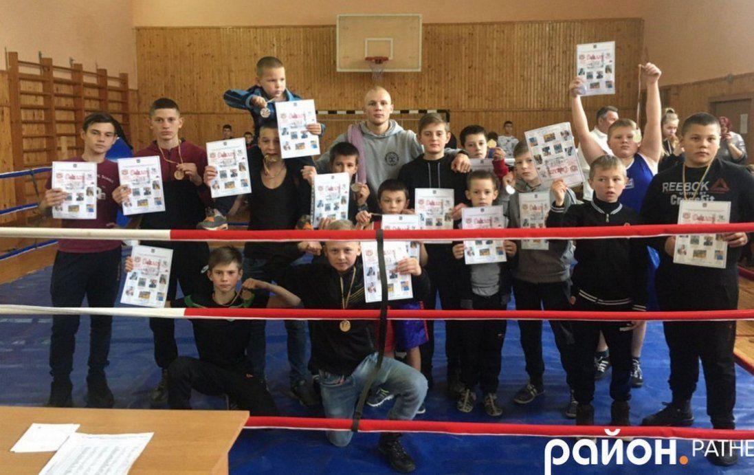 У селищі на Волині боксерський клуб перші тренування проводив у покинотому заводі (фото)