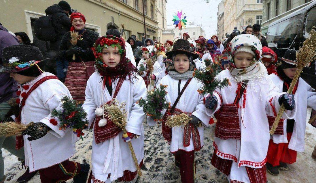 Як у Львові встановлювали Різдвяного Дідуха (фото, відео)