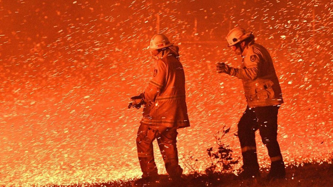 Неначе в пеклі: опублікували відео австралійських пожеж з висоти