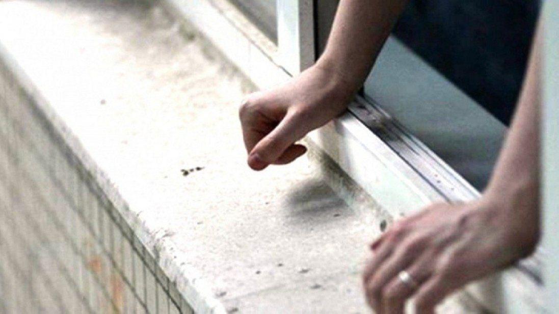 У Луцьку загинула дівчина, випавши з вікна