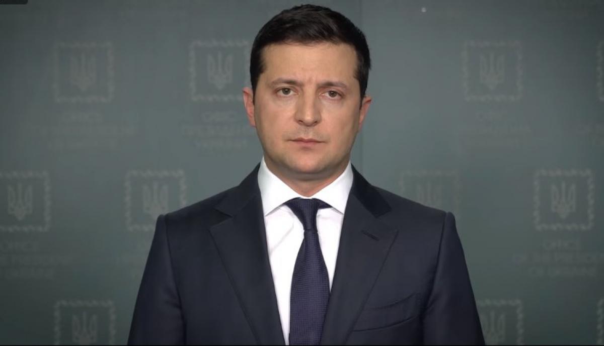 Зеленський прокоментував версію про ракетний обстріл українського літака