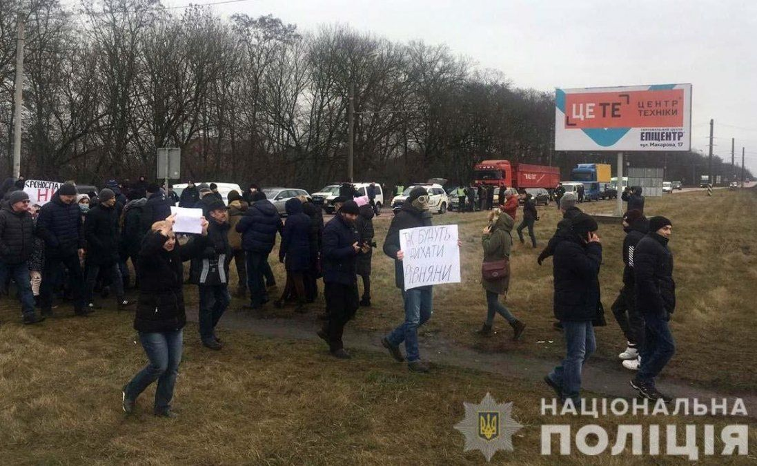 На Рівненщині через протест проти будівництва заводу - довжелезні затори (фото)