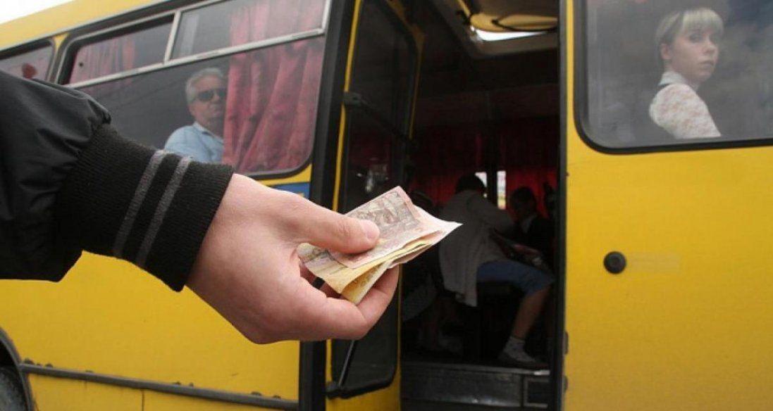 У луцьких маршрутках продовжують розраховуватися готівкою (відео)