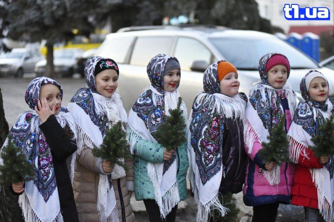 Щасливі діти та натхненні дорослі: фото «Спільної коляди» в Луцьку