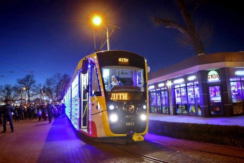 Для одеських сиріт влаштували різдвяний парад трамваїв