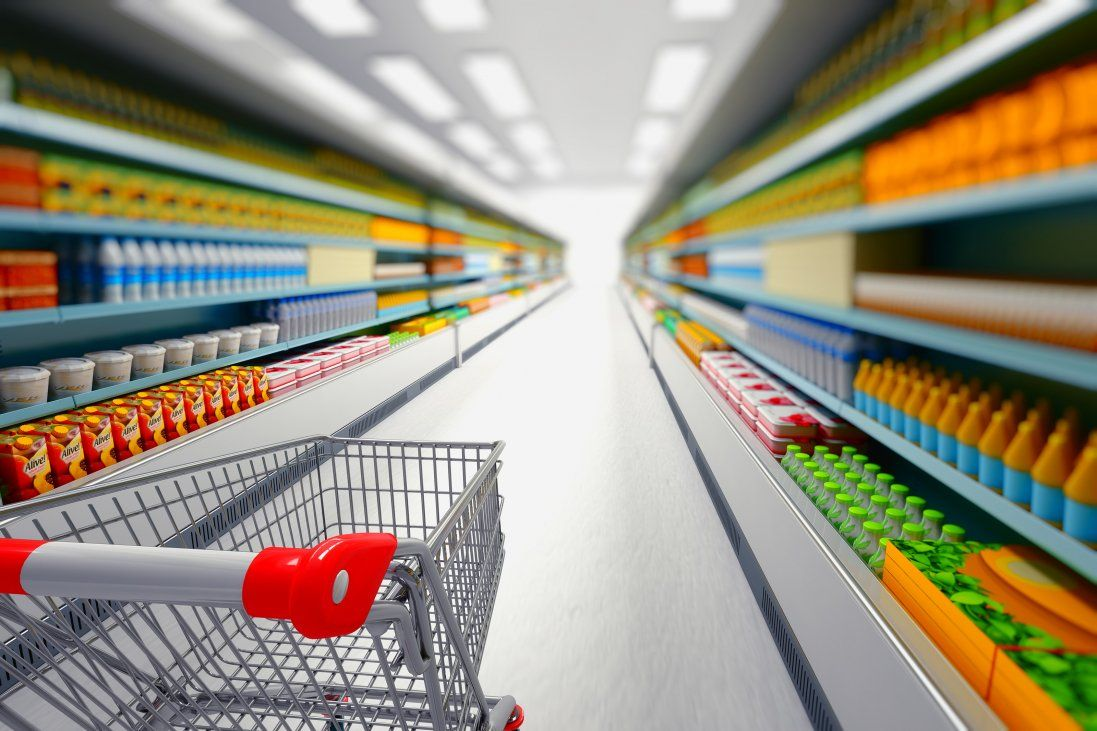 У Запоріжжі голі чоловіки гуляли супермаркетом (відео)
