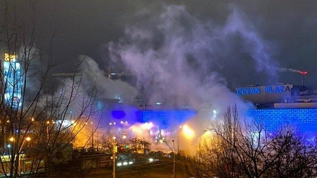 Через прорив труби в Києві затопило популярний торговий центр (фото, відео)