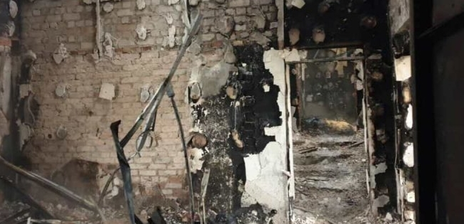 На Донбасі згоріла база військових парамедиків (фото, відео)