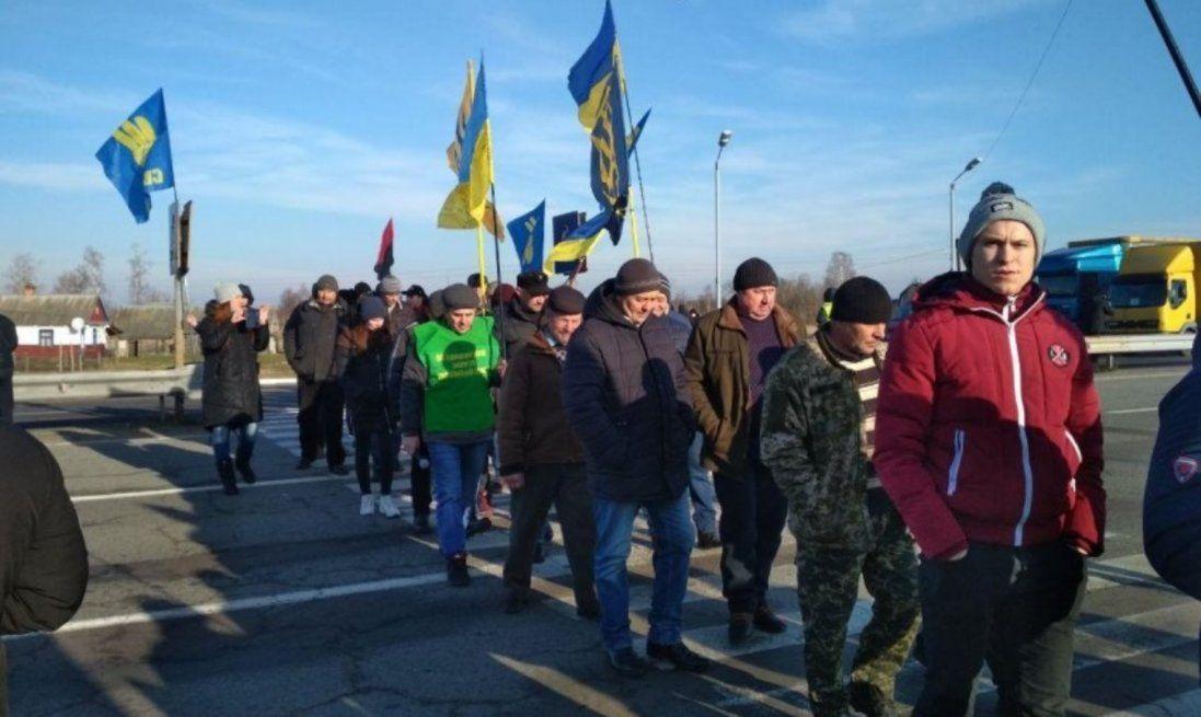 Протестують проти продажу землі: на Волині блокують трасу поблизу кордону (фото, відео)