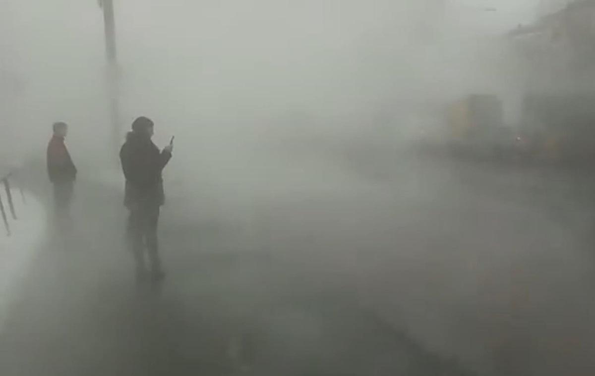 У Києві на Шулявці прорвало тепломережу (фото)